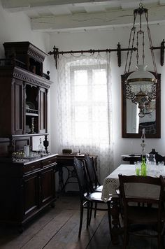 love everything thing about this vintage dining room..especially that chandelier. LOVE!!!!