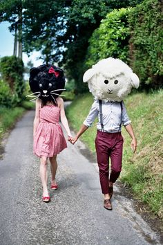 Resultado de imágenes de Google para http://www.rocknrollbride.com/wp-content/uploads/2012/07/french-engagement-giant-animal-heads-ashton-jp-photo26.jpg