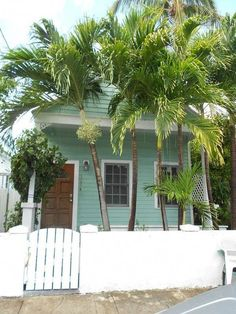 Tiny Key West dream. Would love to have this to run away to on weekends #Beachcottages