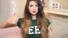 Zoella in one of her Primark haul video's, she always has the best makeup and nails and hair! Zoella Hair, Zoella Beauty, Hair Beauty, Perfect People, Beautiful People, Zoe Sugg, Geek Shirts, Waves Curls, English Fashion