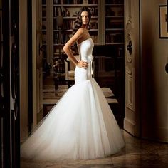 Wedding Dress by Romona Keveza Stunning White Strapless Wedding Dress, Drop Waist, Trumpet Skirt.