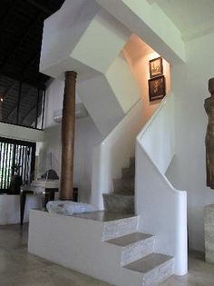 bawa house 87 Asian Architecture, Tropical Architecture, Garden Architecture, Architecture Details, Interior Architecture, Dutch Colonial Homes, Stair Steps, Contemporary Interior Design, Tropical Houses