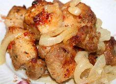 Потребуется:  мясо ( свинина ) — 1 кг лук репчатый — 2-4 шт. уксус — 3 ст. л. ( 2 для маринования лука, 1 для мяса ) смесь перцев — 0,5 ч. л. сок лимона — 3 ст. л. сахар — 1 ст. л. приправа для мяса …