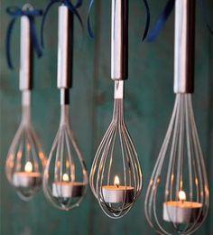 Carácter provenzal | TRUCO WESTWING  Puedes utilizar utensilios de cocina como los batidores de varillas o las cucharas soperas para crear originales portavelas colgantes.