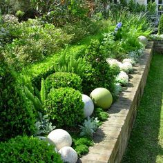 Betonkugeln im Garten You are in the right place about flower garden ideas in front of house videos Garden Spaces, Garden Beds, Garden Art, Garden Design, Balcony Garden, Back Gardens, Outdoor Gardens, Raised Gardens, Walled Garden