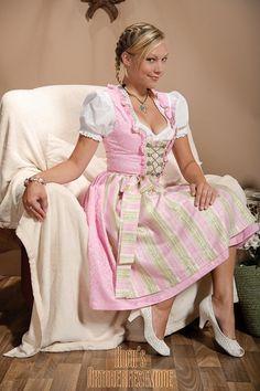 1000 bilder zu dirndl pink dreams auf pinterest dirndl oktoberfest und lederhosen. Black Bedroom Furniture Sets. Home Design Ideas