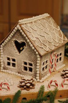 Christmas Gingerbread House, Seasons, Food, Christmas, Seasons Of The Year, Eten, Meals, Diet