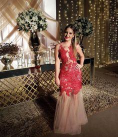 8de70d092 A Laís Crivellaro Cilotti usou nosso vestido Toronto, um modelo longo em  tule com sobreposição