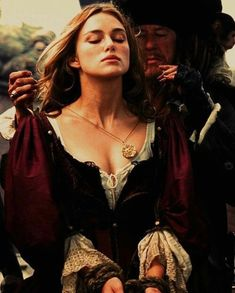 Keira Knightley as ''Elizabeth Swann'' in the film ''Pirates of the Caribbean: The Curse of The Black Pearl''. Captain Jack Sparrow, Medici Masters Of Florence, Keira Christina Knightley, Keira Knightley Tumblr, Kira Knightley, Lady Godiva, Movies And Series, Pirate Life, Cosplay