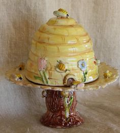 ≗ The Bee's Reverie ≗ bee skep cake plate & dome