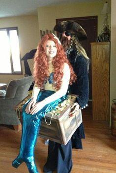 Mermaid in Pirate's Treasure Chest - Homemade Halloween Costume - baby parade ideas Homemade Halloween Costumes, Halloween Costume Contest, Halloween Cosplay, Cool Costumes, Costume Ideas, Creative Halloween Costumes, Halloween Fun, Halloween Clothes, Family Halloween