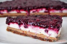 Frische Kokos-Erdnuss-Torte OHNE ZUCKER, MEHL, EI und OHNE BACKEN A cake without flour, sugar and eggs and no baking. Paleo Dessert, Eat Dessert First, Dessert Recipes, Healthy Cake, Healthy Sweets, Healthy Baking, Raw Food Recipes, Baking Recipes, Peanut Recipes