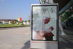 El Papa Francisco viaja este domingo a Albania, primer país europeo que visita en su pontificado 19/09/2014.- El Papa Francisco viajará este domingo 21 de septiembre a Albania, la tierra que vio nacer a la Madre Teresa de Calcuta y el primer país europeo que visita en su pontificado desde que fuera elegido en marzo de 2013.