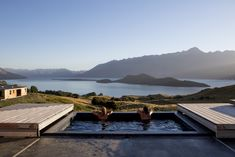 Aro Hā Wellness Retreat, New Zealand Overlooking Lake Wakatipu in the southern Alps, this eco-retreat has an icy plunge pool as well as an outdoor hot tub, both filled with fresh water from the hotel's spring. Hotel Swimming Pool, Amazing Swimming Pools, Best Swimming, Detox Retreat, Health Retreat, Yoga Retreat, Spa Luxe, Luxury Spa, Luxury Pools