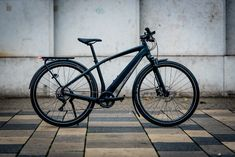 On Test: Specialized Turbo Vado 4.0 – How does this premium E-Bike perform in the city? - We had a Specialized Turbo Vado 4.0 in for testing: if you think about eMTBs, the silhouette of the Specialized Turbo Levo is likely to pop into your mind. Has the brand managed the same coup d'état with the Turbo Vado in the E-Trekking-Bike category? We've been testing this attractive E-Bike for quite a while and have looked in detail at what Specialized have put together here. R