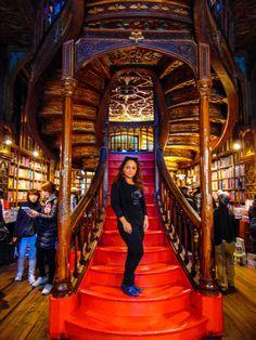 Librăria Lello - un alt vis implinit  #Portugalia #Portugal #LibrariaLello #Library #HarryPotter #Librarie #Europa #Impresiicalatorie #Sfaturicalatorie  http://gabbella28.blogspot.ro/…/libraria-lello-un-alt-vis-i…