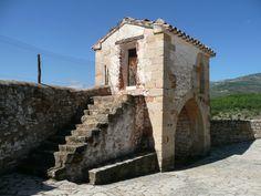Torreón de la muralla sur, de la fortaleza ermita, masia de Sant Miquel de les Torrecelles, en L'Alcalatén, Castelló, Spain.