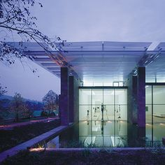 Renzo Piano Building Workshop - Projects - By Type - Beyeler Foundation Museum. Beautiful building with beautiful art inside. Beautiful Architecture, Contemporary Architecture, Architecture Details, Interior Architecture, Renzo Piano, Amazing Buildings, Modern Buildings, Gaudi, Arch Building