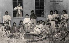 Ermeni Yetimhanesi Malatya, 1907. Elişleri(Biçki-Dikiş) Kursu alan kızlar