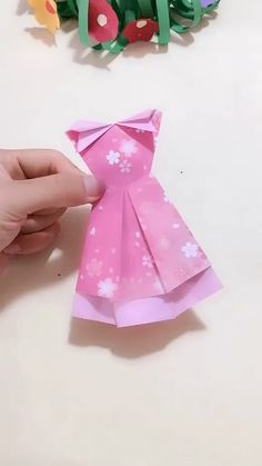 DIY Princess Long Dress - Snow white put on her elegant long skirt! Use paper to make a unique long dress. Save it, try to do - Source by lucilleccarr dresses diy Diy Crafts Hacks, Diy Crafts For Gifts, Diy Home Crafts, Creative Crafts, Crafts For Kids, Arts And Crafts, Craft Tutorials, Easter Crafts, Instruções Origami