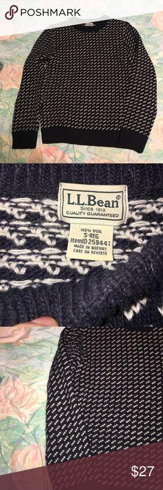 L.L. Bean Vintage Crewneck Condition:9.3/10. Contact me for more information or pictures! L.L. Bean Sweaters Crewneck