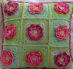 Heklet putetrekk rosa  m/blomster.