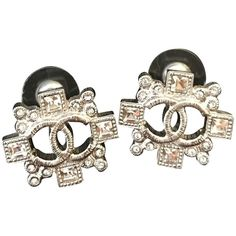 Pre-owned Chanel earings ($460) ❤ liked on Polyvore featuring jewelry, earrings, silvery, earring jewelry, pre owned jewelry, chanel jewellery, chanel earrings and chanel jewelry