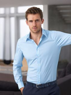 Look at the shirt - Egyptian cotton, soft and extremely well fitted. The colour is amazing, wear it if you have blue eyes Formal Men Outfit, Men Formal, Casual Outfits, Men Casual, Mens Boots Fashion, Mens Fashion Suits, Sharp Dressed Man, Well Dressed Men, Business Outfit