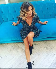 You might have heard the old expression about your hair being the crowning glory of your appearance. Either way, if you are looking for tips on how to style wavy hair, it is because yo… Caroline Flack Style, Caroline Flack Hair Bob, Natural Hair Pixie Cut, Wavy Hair, Athleisure, Medium Hair Styles, Short Hair Styles, New Hair Colors, Hair Colour