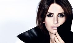 Penélope Cruz poses in Lancôme's new mascara campaign. Click here for more details about the new campaign. #PenelopeCruz #Lancome #Mascara #Beauty