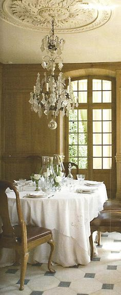 Pretty but simple table...Classic Style: French Vintage Interior