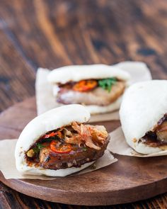 Pork belly bun recipe with vietnamese caramel sauce, chinese stule pork belly and kimchi, along with flash fry chili peppers and green onions