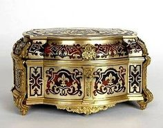 Antique vintage French boulle jewelry box, tortoise shell (from antiques.malleries.com)