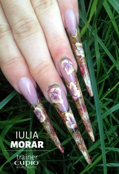 Stiletto nails made with one stroke painting