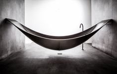 The Vessel is bathtub that hangs like a hammock! It was created by Splinter Works a British company known for making sculptural furniture. The tub is crafted in carbon fiber making it light enough to hang suspended above the ground and features a f Hammock Bathtub, Water Hammock, Design Studio, House Design, Black Bathtub, Ideas Geniales, Design Moderne, Modern Bathroom, Bathroom Ideas