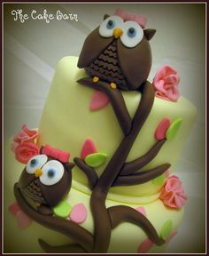 I must remember this cake for Annie Rae's 1st Birthday...it will go right along with all of her owl stuff! I hope she likes owls as much as I want her to!