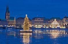 the swimming Christmastree in Hamburg