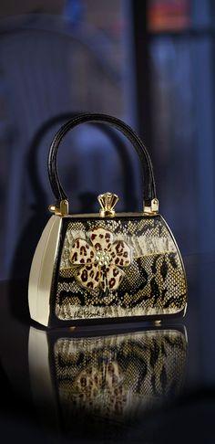 How stylish is this purse? Loving it. Debbie Brooks - Crystal Safari