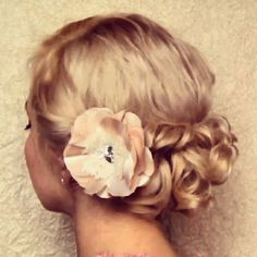 this is the hairstyle i want for my wedding day :) <3