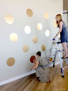 I love this gold polka dot pattern for an accent wall! Cool design and you can use wall vinyl instead of painting, perfect for apartment decorating!