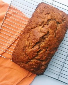 This deliciously moist banana bread with coconut oil recipe is great for those with lactose intolerance—Learn the ratio for substituting for butter. Banana Bread With Coconut Oil Recipe, Super Moist Banana Bread, Easy Banana Bread, Chocolate Banana Bread, Coconut Recipes, Banana Bread Recipes, Baking Recipes, Baking Ideas, Chocolate Chocolate