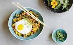 Turmeric-Kale Fried Rice / Photo by Candice Kumai Autumn Recipes Vegetarian, Vegetarian Dinners, Rice Recipes, New Recipes, Healthy Recipes, Healthy Food, Pescatarian Recipes, One Pan Meals, Rice Dishes