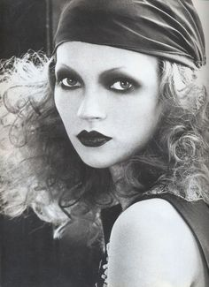 """Have always loved this look by Kevin Aucoin. what a babe Kate Moss made up Dudu style by Kevyn Aucoin for his book Making Faces. Biba creator Barbara Hulanicki called this Biba girl with a """"bright face and dolly eyes"""" the """"Dudu"""" look. Makeup Fx, Artist Makeup, 1920s Makeup, Hair Makeup, Makeup Eyes, Flapper Makeup, Makeup Contouring, Makeup Brush, Beauty Makeup"""