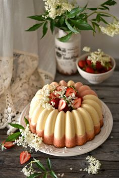 strawberry and vanilla magic cake