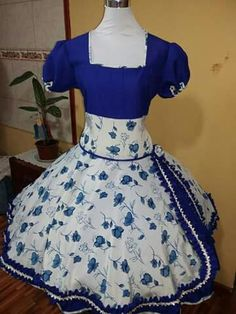 Nice Dresses, Evening Dresses, High Waisted Skirt, Ideias Fashion, Pin Up, Skirts, Sleeves, Square Dance, Chile