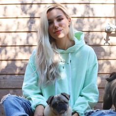 Marzia And Felix, Marzia Bisognin, Pewdiepie, Style Icons, Youtubers, Famous People, Beautiful People, Winter Outfits, I Am Awesome