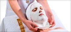 нанесение омолаживающей альгинатной маски