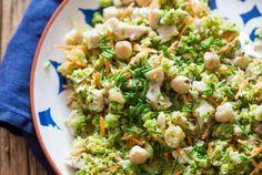 Broccolisalade met hazelnootjes en kalkoen