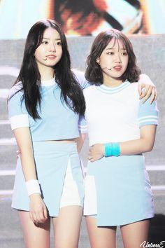 Imagem embutida Kpop Girl Groups, Kpop Girls, Cute Baby Penguin, Miss U So Much, Jung Chaeyeon, Choi Yoojung, Kim Sejeong, Cosmic Girls, Stage Outfits