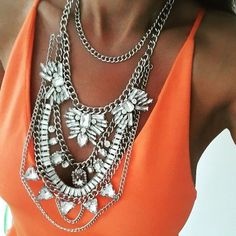 Bold Clear Crystals Statement Necklace #fashion #style #clearnecklace #ootd #statementnecklace - 26,90  @happinessboutique.com